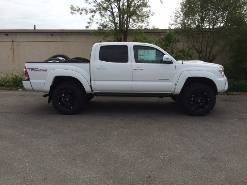 Toyota Ta a 2005 2014 Factory Speaker Replacement Kicker DS Series Package New SC2 SPK PACKAGE2366 additionally 1999 2012 Ford Ranger Standard Cab Sub Box Full besides 1605 2011 Silverado 2500hd Diesel Powered Prerunner besides 0505tr 1985 Chevy C10 further Toyota Tundra Tim Love Equipada Para Todo Un Festin. on toyota tacoma subwoofers
